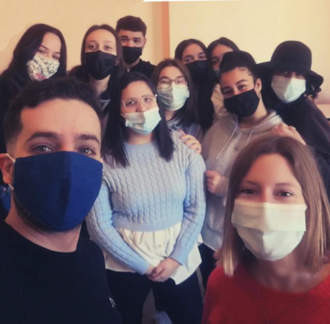Selfie avec un groupes d'étudiants